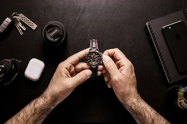 5 Luxury Swiss Watches Every Guy Should Wear